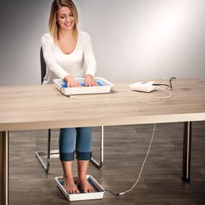 Simultane Iontophorese-Anwendung an Händen und Füßen mit dem Saalio® DE Iontophorese-Set